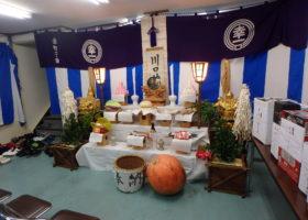 18年幸一町会秋祭り祭壇です、宮司によるお祓いを待ちます。